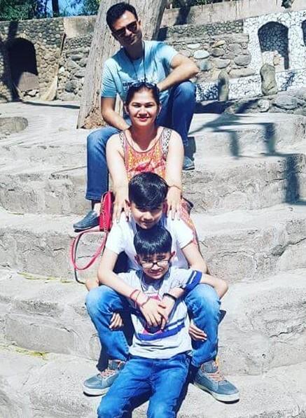 Mohit-Sardana-with-family-1